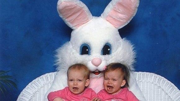 Top 10 – cele mai ciudate fotografii cu iepurași de Paște, din istorie