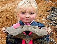 O fetita de 5 ani a descoperit fosilele unui rinocer preistoric