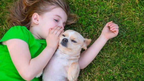 Animalele de companie ajută la dezvoltarea copiilor care suferă de autism