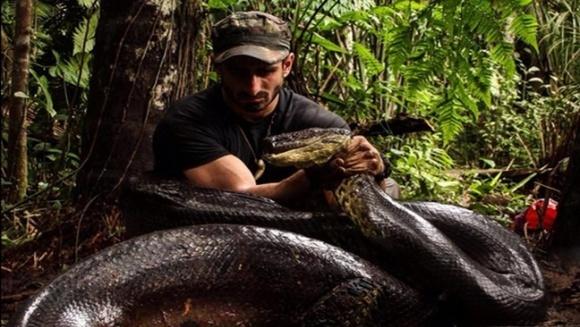 Un bărbat se va lăsa mâncat de viu de o anaconda. Motivul?