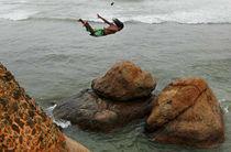 Cascadorie nebună! Săritură mortală de la 120 de metri, cu final neașteptat!